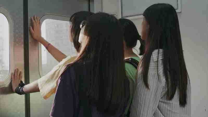 女孩們的夏日浮光 電影劇照